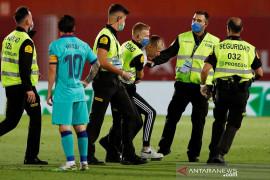 Pembatasan ketat tak jadi halangan fans Lionel Messi masuk ke lapangan