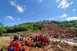 Tiga orang korban longsor di Jeneponto belum ditemukan
