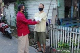 Warga sekitar Asrama Polisi Mulawarman terima bantuan beras Kapolri