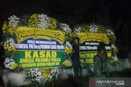 Jenazah Pramono Edhie tiba di rumah duka Puri Cikeas, kerabat berdatangan (video)
