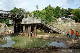 Dua jembatan utama di Bone Bolango rusak akibat banjir
