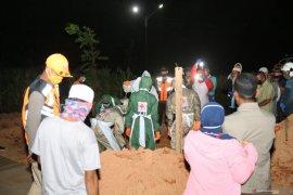 Tim pemulasaraan kembali makamkan satu PDP warga Tanah Laut