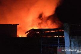 Gudang kasur di Kota Sorong terbakar