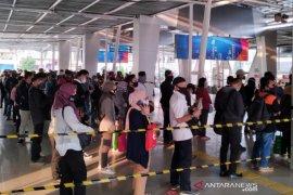 50 bus gratis disediakan untuk atasi penumpukan penumpang KRL di Stasiun Bogor