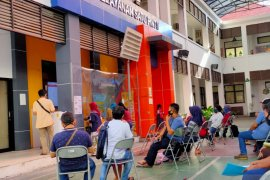 Bingung pantau PPDB, orang tua siswa datangi kantor Disdik Surabaya