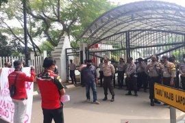 Polres Serang Kota kawal unjuk rasa di DPRD Banten