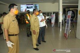 Bupati Belitung tinjau pembukaan penerbangan penumpang di bandara