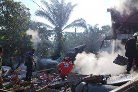 Tiga rumah rusak akibat jatuhnya pesawat tempur  di Riau