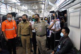 Anies tinjau bantuan bus sekolah gratis angkut penumpang KRL