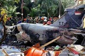 Pilot pesawat Hawk jatuh di permukiman masih dirawat di rumah sakit