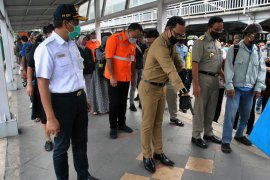 Jeda sif kerja di Jakarta tiga jam
