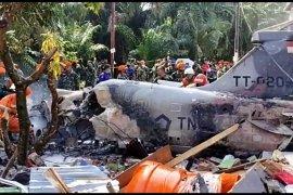 Kursi pelontar pesawat jatuh timpa rumah warga Kampar Riau