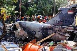 Tiga rumah rusak akibat jatuhnya pesawat tempur Hawk 209