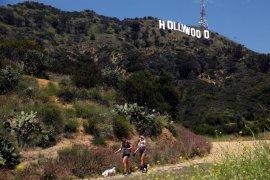 "Universal Studios l anjutkan produksi ""Jurassic World"""