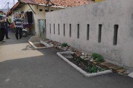 Viral makam di jalan umum daerah Pisangan Lama Jaktim akibat alih fungsi lahan