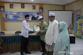 Pemkab HST serahkan bantuan beras kepada ulama keliling dan kaum masjid di Kecamatan Barabai