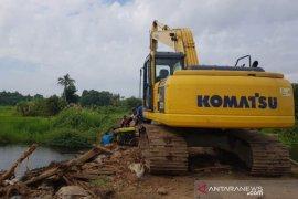 Atasi penyumbatan sungai, PT SLS komitmen selesaikan jembatan minggu ini