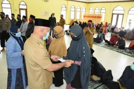Bupati salurkan insentif untuk ustadz ustadzah di Aceh Tengah