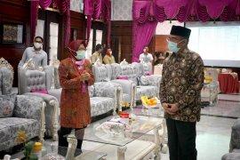 Wali Kota Surabaya  paparkan cara memutus penyebaran COVID-19 ke Menko PMK