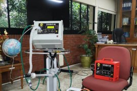 Adaro donates ventilators for Puruk Cahu Hospital