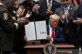 Presiden AS Trump teken surat perintah terkait reformasi kepolisian