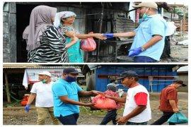 Bupati dan Ketua DPRD Tapteng bagikan 500 paket sembako di dua kecamatan