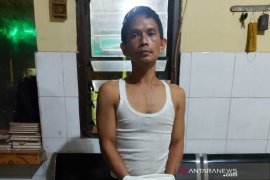 Sadis, seorang wanita tewas bersimbah darah usai 'dicangkul' anak kandungnya