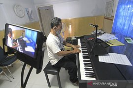 Kelas kursus musik daring