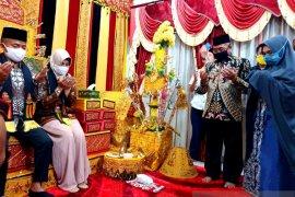 Bupati Aceh Barat dan isteri sambut kedatangan Pangdam Iskandar Muda di pendapa