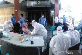 Pemkot Tangerang gelar tes cepat  di RW zona merah antisipasi penyebaran COVID-19