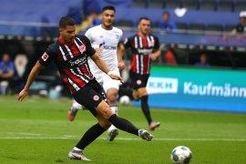 Silva tampil impresif saat Frankfurt taklukkan Schalke 2-1