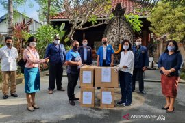 Dekranasda Bali distribusikan 10.000 masker ke Denpasar