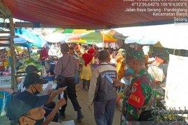 Polsek Baros sosialisasikan rapid tes kepada pedagang pasar