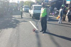 Pengendara motor di Bali tewas tersangkut benang layangan