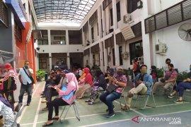 Bingung PPDB jalur prestasi, orang tua siswa datangi Disdik Surabaya