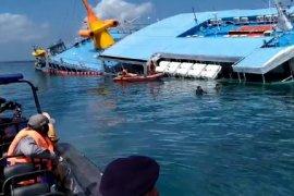 Pertamina-KSOP Padangbai tangani tumpahan minyak KM Dharma Rucitra