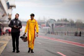 Baju balap bersejarah Sean Gelael terlelang Rp100 juta