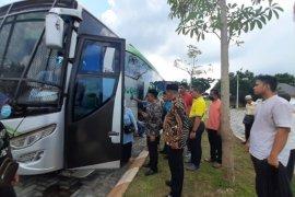 Haji Uma jemput 33 TKI Aceh yang dikarantina di Medan