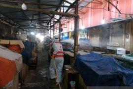 Di Jakarta Selatan, PMI semprot disinfektan lima pasar