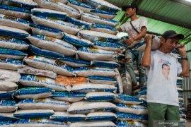 Bulog tuntaskan distribusikan bansos beras presiden tahap II Jabodetabek