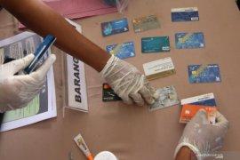 Polres tangkap dua pembobol kartu ATM