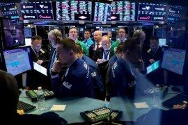 Wall Street menguat pada akhir perdagangan dengan Nasdaq berakhir di rekor tertinggi