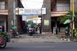 Pengelola pasar tradisional di Kota Kediri bersiap hadapi era normal baru