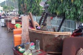 Gubernur Gorontalo pastikan korban banjir menerima bantuan sembako