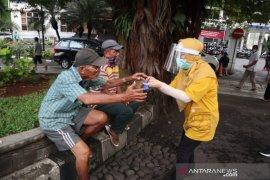 Pejabat Kota Bogor sosialisasikan penggunaan masker di sekitar Balai Kota