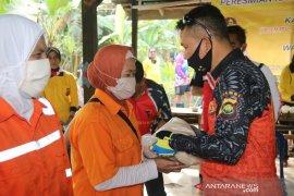 Kapolda Jambi sapa dan berikan bantuan sembako petugas kebersihan
