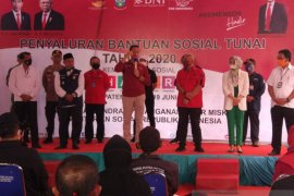 Mensos cek penyaluran bansos tunai dan warung KUBE di Garut