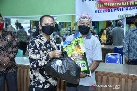 Bupati Bangka, Mulkan salurkan bansos 1.064 paket sembako