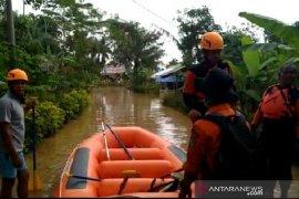 Ratusan rumah di Tasikmalaya terendam banjir akibat luapan dua sungai