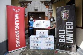 Bali United dan Wuling donasikan 36.000 masker nonmedis ke Semeton Bali